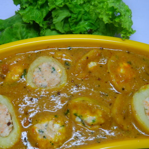 stuffed aalo with gravy